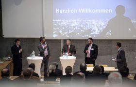 Willkommensansprache von Teilnehmern und Thomas Bauer
